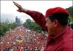 チャベスと民衆 2004年.jpg