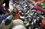 貴嶼での携帯電話の処理.jpg